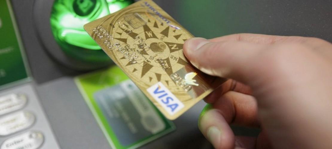 Что предпринять, если на банковскую карту наложили арест?